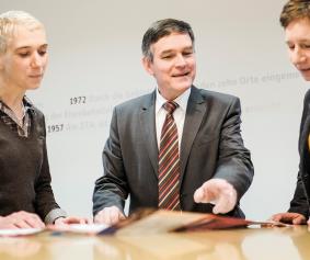 Anja Hirt und Elke Römmelt im Gespräch mit Peter Kornell